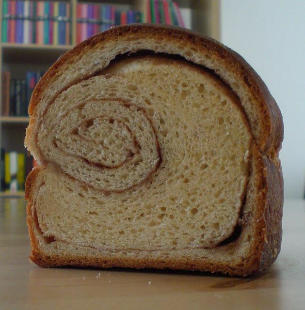 Hefebrot mit Zimtfüllung (Cinnamon Swirl)