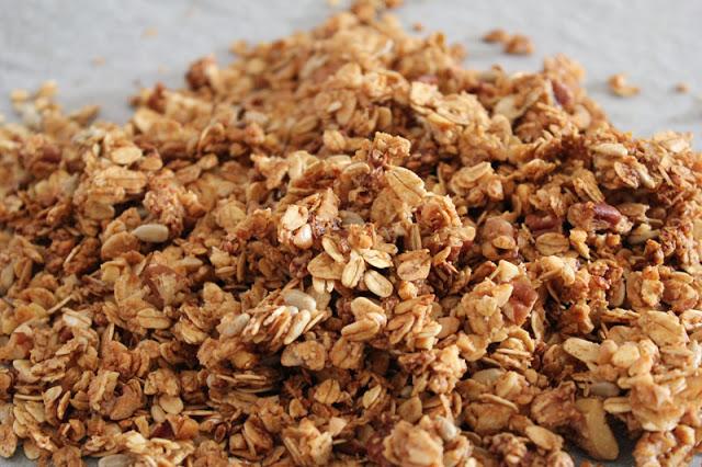 Granola / Knuspermüsli auf einem Blech