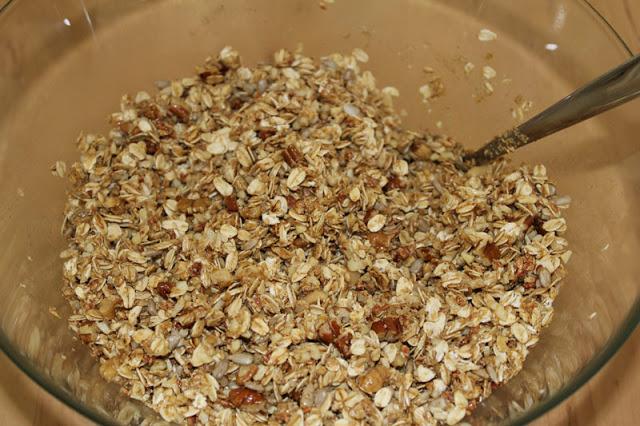 angerührtes hausgemachtes Knuspermüsli / selbst gemachtes Granola