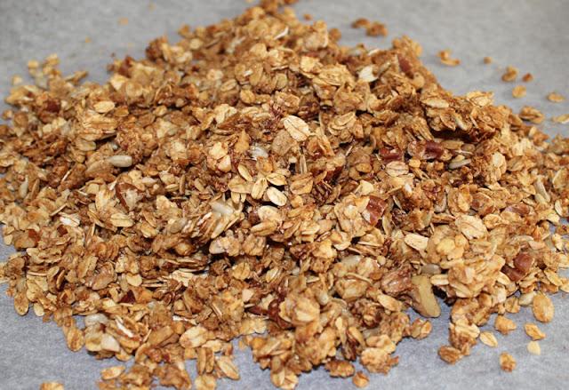 fertiges hausgemachtes Knuspermüsli / Granola