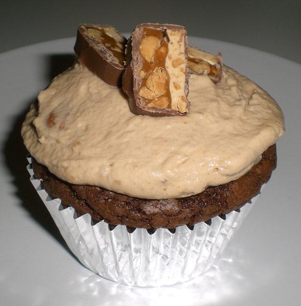 fertig dekorierte Snickers Cupcakes