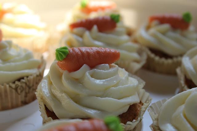 frisch gebackene Rübli-Cupcakes zum Osterfest