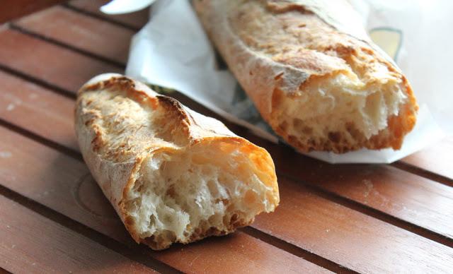frisches Baguette vom französischen Bäcker