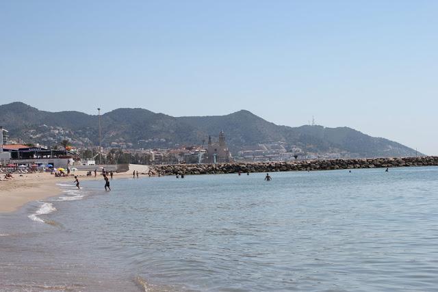 der wunderschöne Badestrand in Sitges bei Barcelona