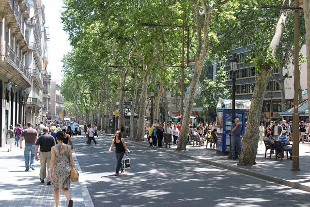 die berühmte La Rambla im Herzen von Barcelona