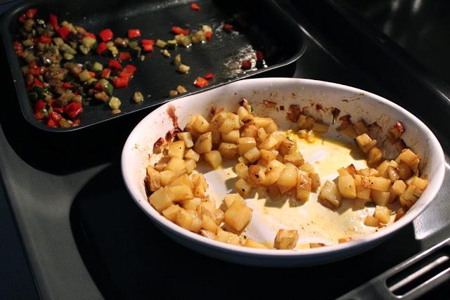 aus dem Ofen: Grillgemüse und knusprige Kartoffelwürfel