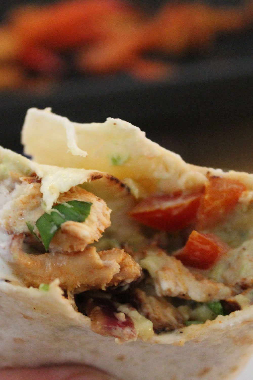 Rezept für Chicken Fajitas nach Jamie Oliver | moeyskitchen.com #chickenfajitas #jamieoliver #rezepte #foodblogger #rezeptideen #hühnchen #chicken #mexikanisch #streetfood