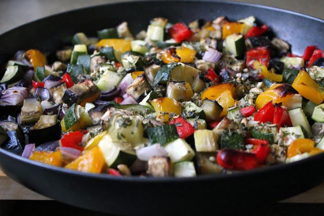mediterranes Gemüse aus der Pfanne als Füllung für die Tarte