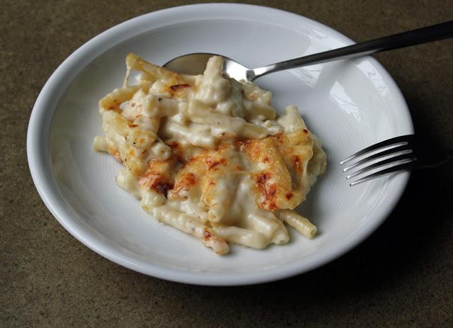 eine Portion Makkaroni mit Käse