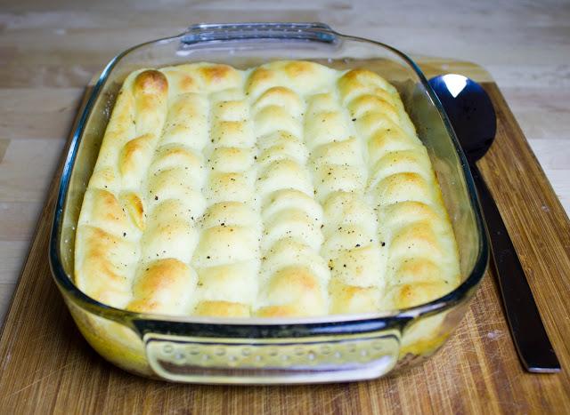 Shepherd's Cottage Pie mit Kartoffelhaube in einer Auflaufform