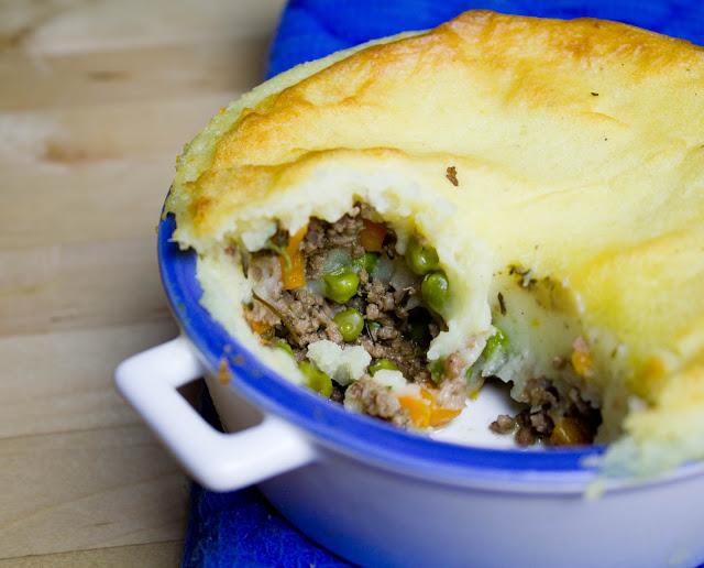 frisch gebackener kleiner Cottage Shepherd's Pie