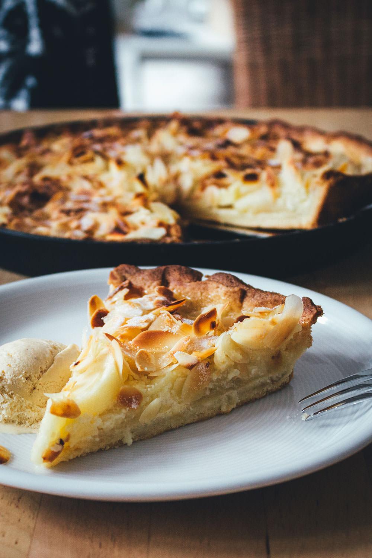 Rezept für Apfeltarte mit Mascarponecreme und Mandeln | der perfekte Apfelkuchen für den Herbst | moeyskitchen.com #rezepte #foodblogger #apfelkuchen #apfeltarte #tarte #kuchen #herbst