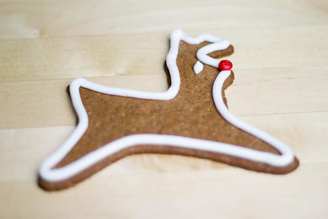 Lebkuchen in Rentierform mit Royal Icing - Weihnachtsplätzchen