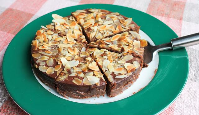 Schoko Mandel Geburtstagskuchen Moey S Kitchen Foodblog