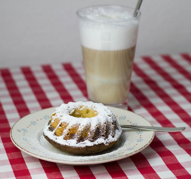Marmorkuchen und Latte Macchiato