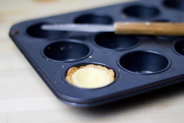 Mini-Törtchen mit Mürbeteig und Zitronenfüllung aus dem Mini-Muffinblech