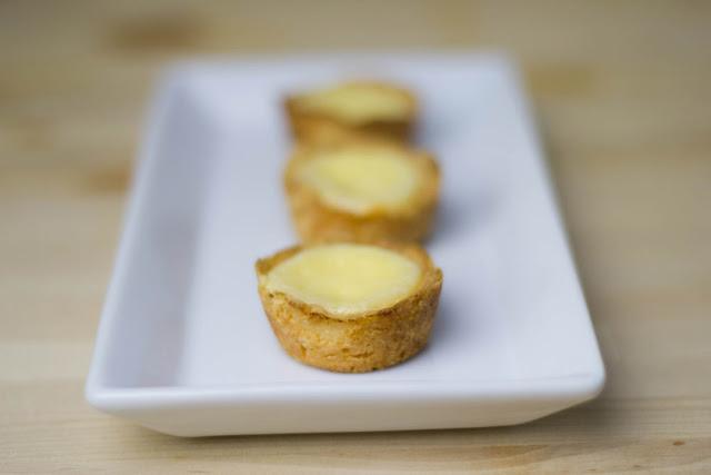 frisch gebackene Minitörtchen mit Zitronencreme