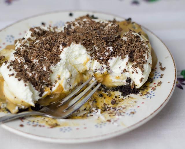 Törtchen mit Oreoboden, Sahne, Bananen, Karamellcreme und Schokolade