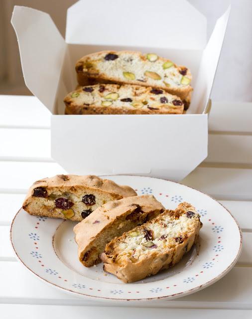 Rezept für Cranberry-Biscotti mit weißer Schokolade und Pistazien