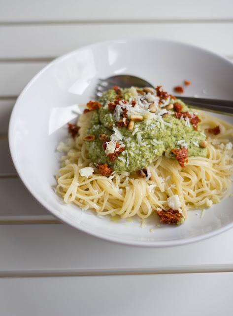 frische Pasta mit Zucchinipesto