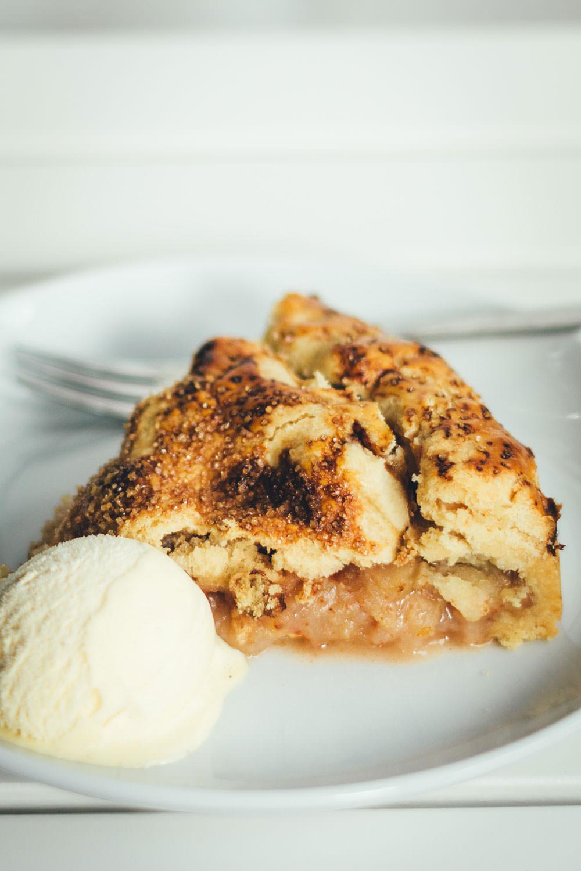 Rezept für klasischen Apple Pie | der perfekte Apfelkuchen für den Herbst und Winter | moeyskitchen.com #apfelkuchen #äpfel #kuchen #backen #foodblogger #rezepte #applepie #pie