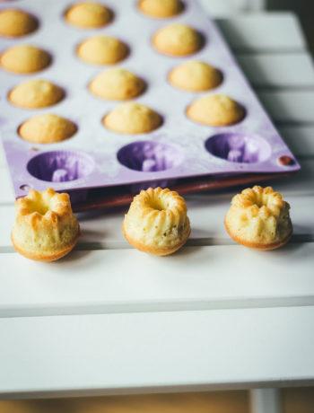 Rezept für Mini-Zitronen-Gugl und Vorstellung der Minigugl Silikonform | moeyskitchen.com #gugl #minigugl #minizitronengugl #backform #silikonbackform #foodblogger #rezepte #kuchenpralinen