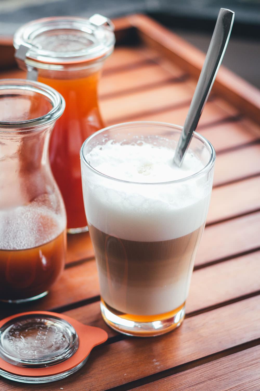 Rezept für Pumpkin Spice Syrup (oder auch: Pumpkin Spice Sirup) als Grundlage für Pumpkin Spice Latte | Das Trend-Getränk im Herbst | moeyskitchen.com #rezepte #foodblogger #kürbis #pumpkin #pumpkinspicesyrup #pumpkinspicesirup #pumpkinspicelatte #herbst #herbstrezepte