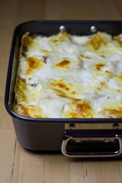 frisch gebackene Lasagne mit mexikanischen Aromen
