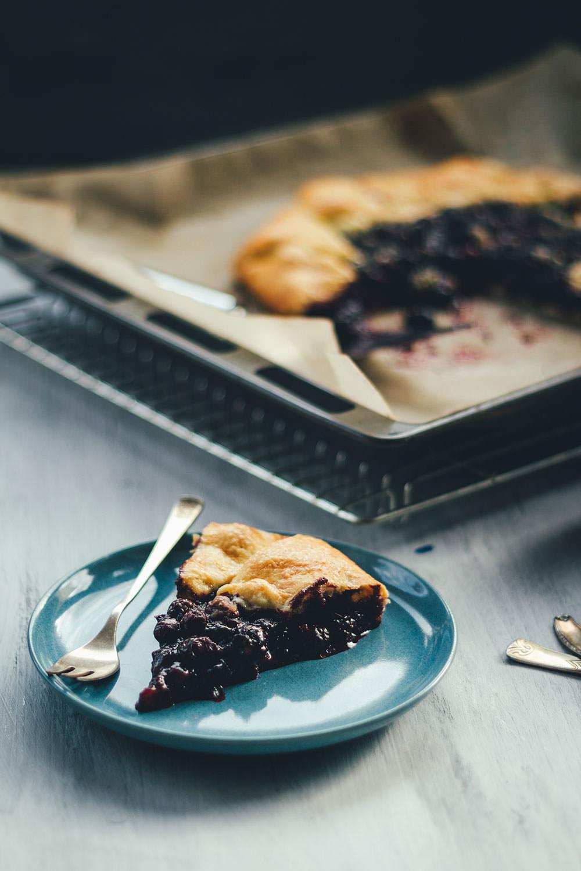 Rezept für sommerliche Blaubeer-Galette | schnelle und einfache Crostata mit Blaubeeren | moeyskitchen.com #blaubeeren #heidelbeeren #blueberries #crostata #galette #tarte #backen #rezepte #foodblogger #sommerrezept