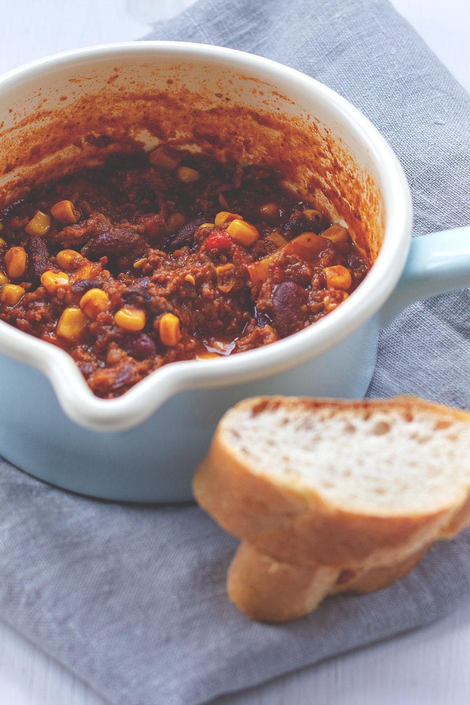 Rezept für einfaches Chili con Carne mit Rindfleisch, Mais und Kidneybohnen | moeyskitchen.com