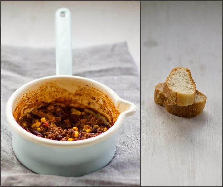 Chili con Carne im Topf mit Ancho Chili, Rinderhack, Mais, Kidneybohnen