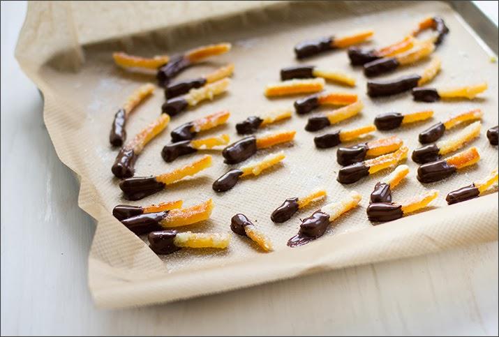 Kandierte Orangenschale mit Zartbitterschokolade | moeyskitchen.com