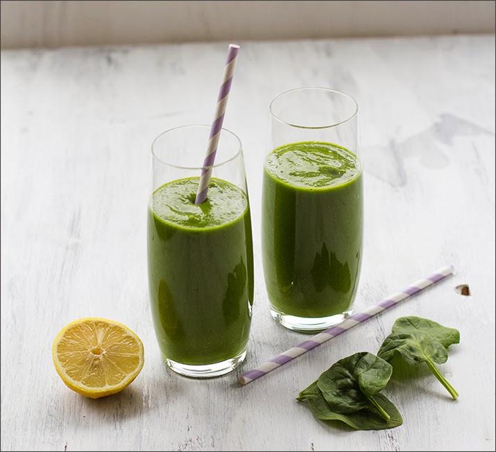Grüner Smoothie im Glas, Green Smoothie