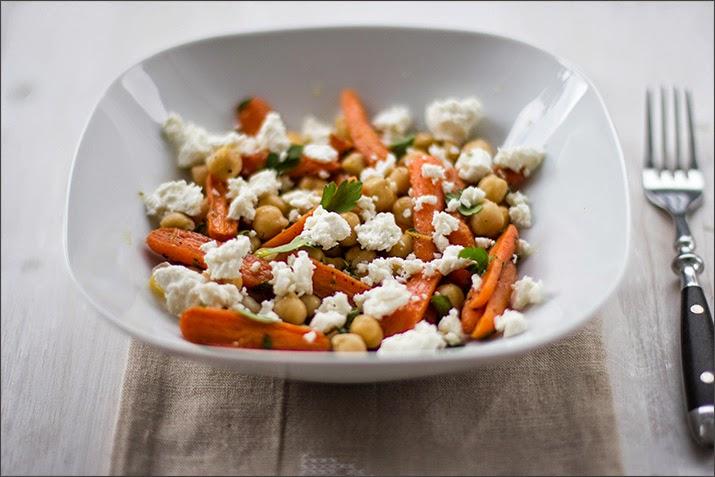 Kichererbsen-Salat mit Babymöhren und Feta
