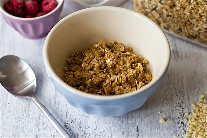 Knuspermüsli in der Müslischüssel: Hafer-Mandel-Crunch als Granola der Woche