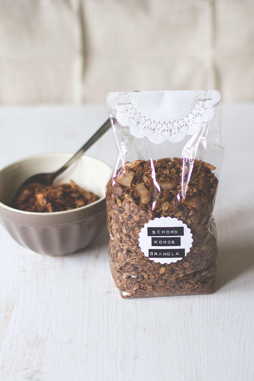 Rezept aus meiner Wochenserie MÜSLI DER WOCHE: Schoko-Kokos-Granola | moeyskitchen.com