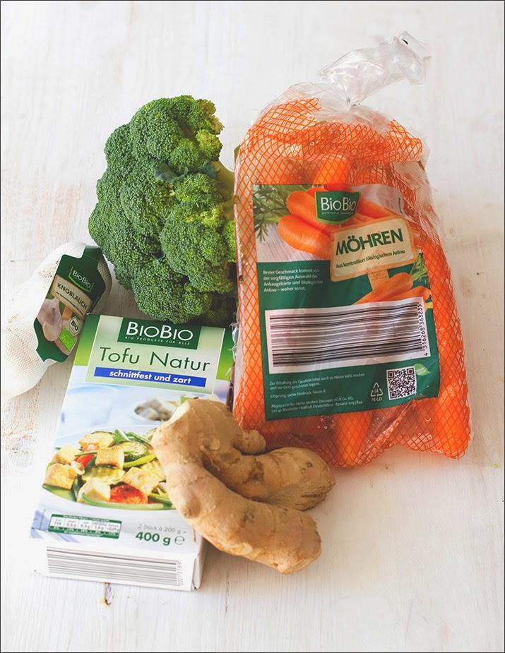 BioBio-Gemüse und Tofu für die Zubereitung eines veganen Gerichts