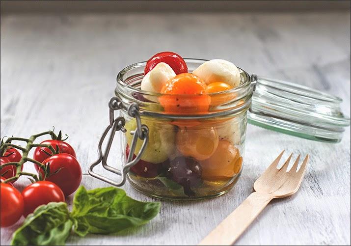 Gemüsekugeln und Obstkugeln mit Mozzarella im Bügelglas - der perfekte Picknick-Salat