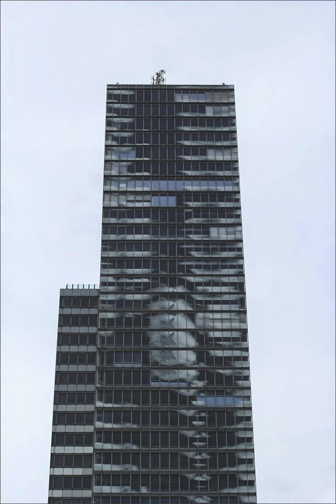 Bild von der Fassade des KölnTurm im Kölner MediaPark