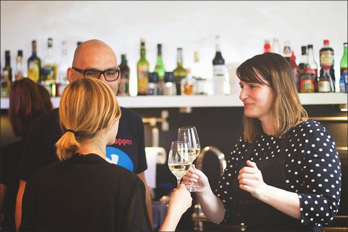 Die Gastgeberinnen: links: Sophia von Cucina Piccina, mitte: Kochschulen-Inhaber Marco, rechts: Simone von Pi mal Butter