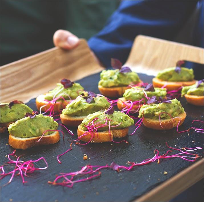 Fingerfood: Avocado Crostini