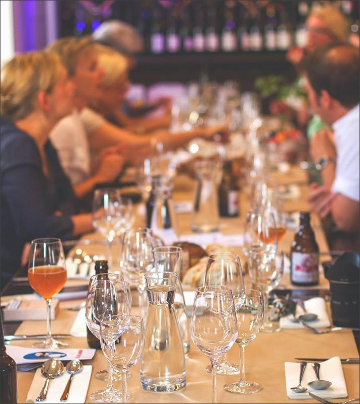 gedeckter Tisch im Marieneck, der Supperclub kann starten