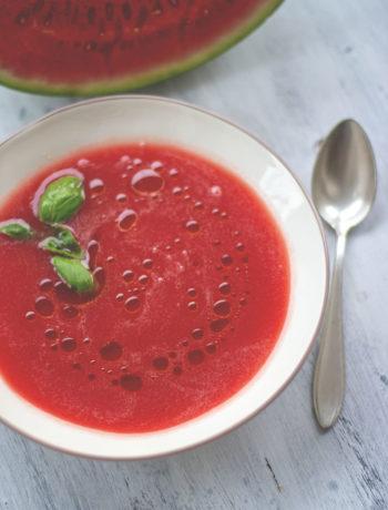 Rezept für Wassermelonen-Gazpacho | perfekt an heißen Sommertagen! | moeyskitchen.com