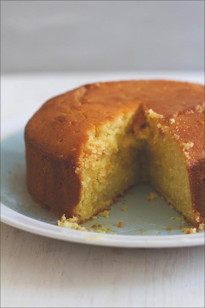 Ein weiterer Anschnitt vom Semolina-Joghurt-Kuchen mit Zitronensirup