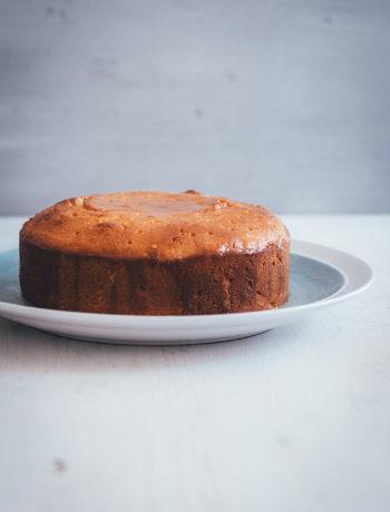 Rezept für Semolina-Joghurt-Kuchen mit Zitronen-Sirup | saftiger Kuchen aus Hartweizengrieß und griechischem Joghurt | moeyskitchen.com #kuchen #kuchenbacken #semolina #hartweizengriess #joghurt #rezepte #foodblogger #zitronen #zitronensirup