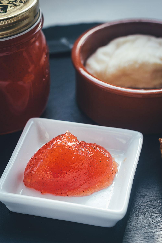Rezept für Tomatenmarmelade | süßer Brotaufstrich aus reifen Tomaten | den Sommer perfekt konservieren | moeyskitchen.com #marmelade #konfitüre #brotaufstrich #tomatenmarmelade #tomaten #sommer #rezepte #foodblogger #einmachen #einkochen