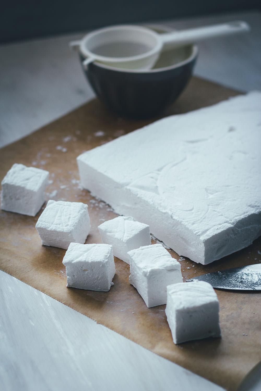 Rezept für selbst gemachte Marshmallows | DIY Mäusespeck | moeyskitchen.com #marshmallows #mäusespeck #diy #selbstgemacht #homemade #grundrezept #foodblogger #rezepte