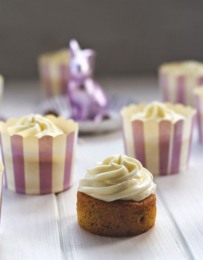 saftiger Möhren-Cupcake mit cremigem Frischkäse-Frosting