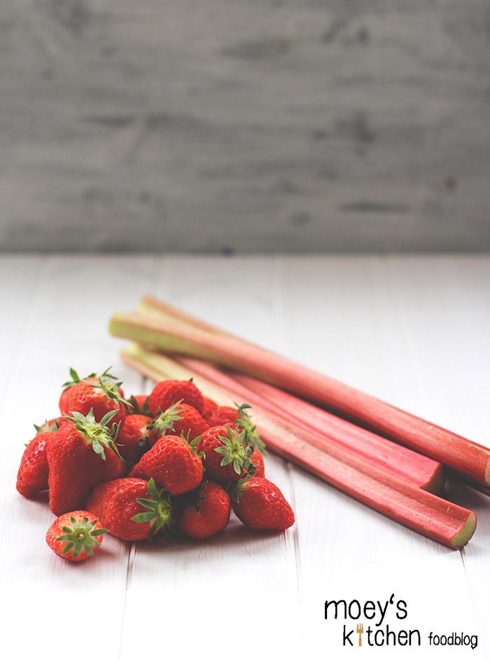 Erdbeeren und Rhabarber aus regionalem Anbau für #7xregional mit REWE Regional