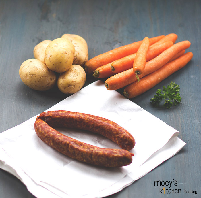 Kartoffeln, Möhren und Petersilie aus der Region, Mettwurst vom Metzger für 7xregional von REWE Regional